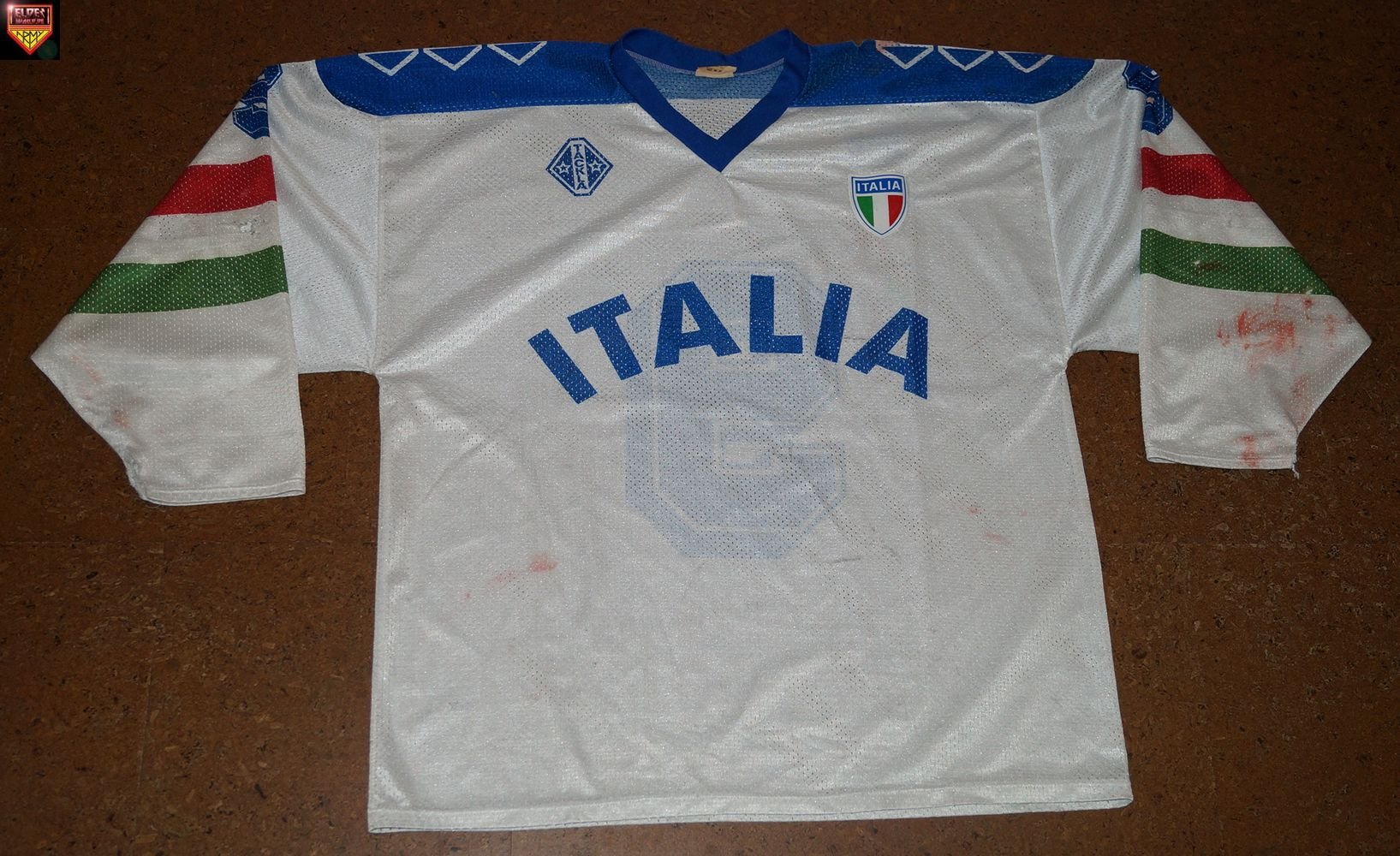 e8de5892 (photo & info needed, photo found in the internet features the blue jersey  from 1994)